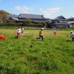 目の前の広い田んぼが園庭・校庭